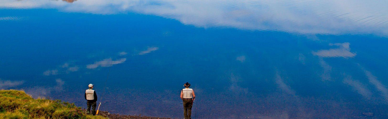 2-men-fishing